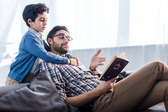 Kaip žydai auklėja savo vaikus, kad šie gali pasigirti geriausiais pasiekimais