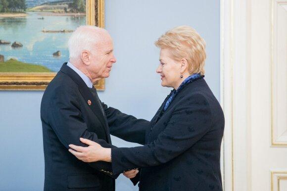 Johnas McCainas ir Dalia Grybauskaitė