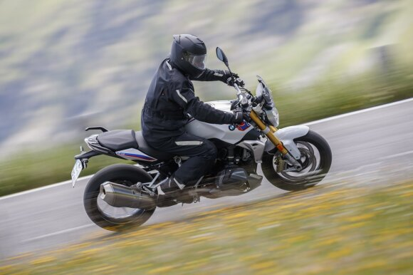 Ekspertai pabrėžė, kokiu elementu motociklų vairuotojai pamiršta pasirūpinti dažniausiai