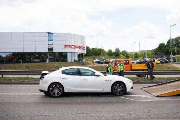 "Vilniuje ""Mercedes"" rėžėsi į ""Maserati"", daug sužeistų"
