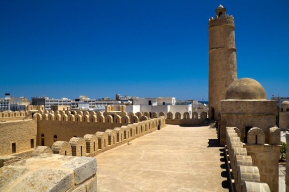 Tuniso medinų skersgatviais - į praeitį
