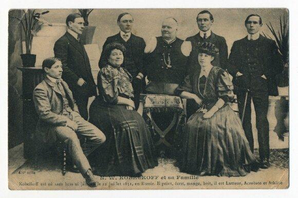 Nikolajus Kobelkovas su šeima