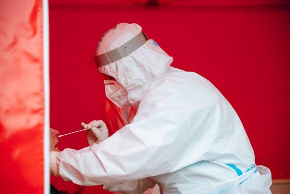 Vyriausybei pateiktoje koronaviruso prognozėje – niūrus net ir geriausias scenarijus: 2–4 savaitės gali tapti kritinės
