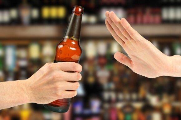 Paauglius blaivinantys medikai atskleidžia savo kasdienybę: ką alkoholis paveikia pirmiausiai