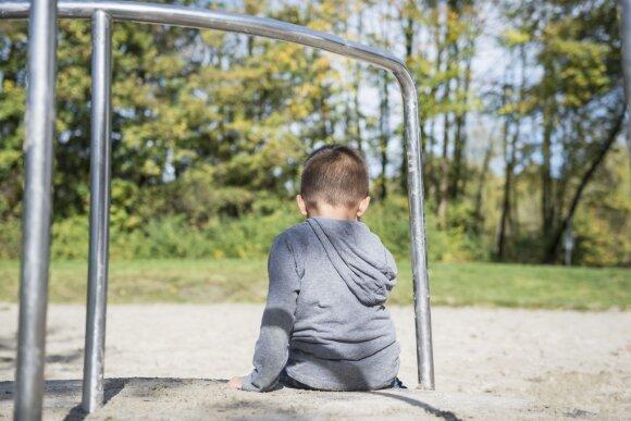 Sulaukė baudos dėl vaiko keliamo triukšmo: dabar jis bijo žaisti