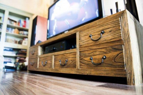 Televizorius tarška, o kambaryje nieko nėra - ar pažįstama Jums tokia situacija?
