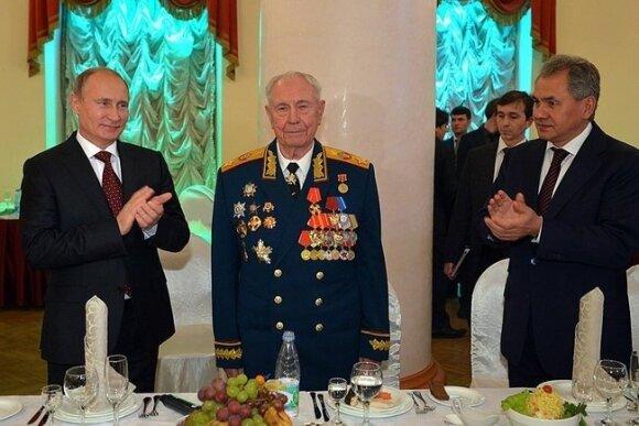 Dmitry Yazov (middle)