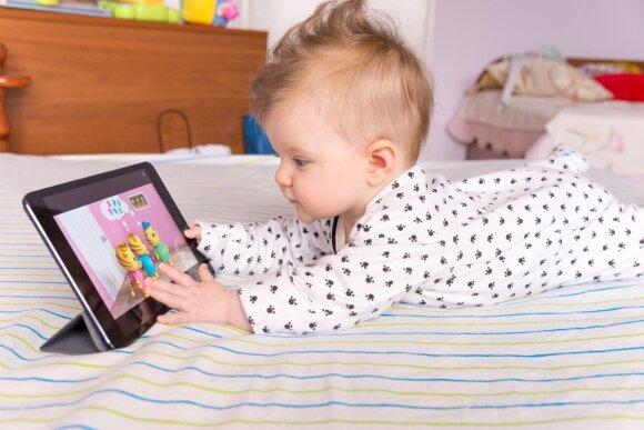 Kas negero nutinka, kai leidžiame mažiems vaikams naudotis technologijomis