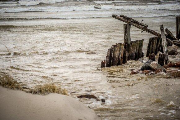 Baltijos jūra parodė, ką gali: iškilo grėsmė poilsiautojų pamėgtam paplūdimiui