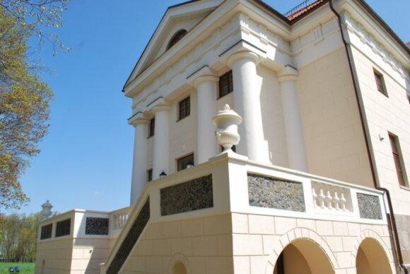 Pakruojo perlas - didžiausias dvaro pastatų kompleksas Lietuvoje