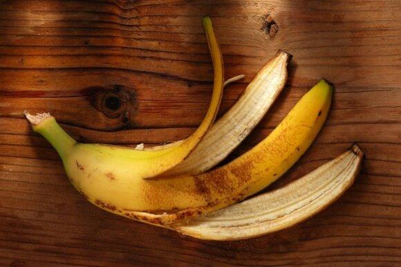 Ne visi žino, kodėl naudinga užpilti banano žievę vandeniu