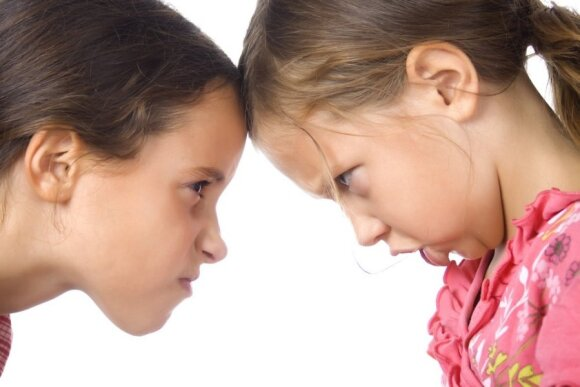 vaikas, mergaitė, pyktis, konfliktas, patyčios