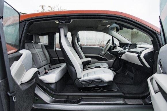 """Sveiki atvykę į stilingą BMW ateitį. """"i3"""" interjeras ne itin prabangus, bet neabejotinai ypatingas."""