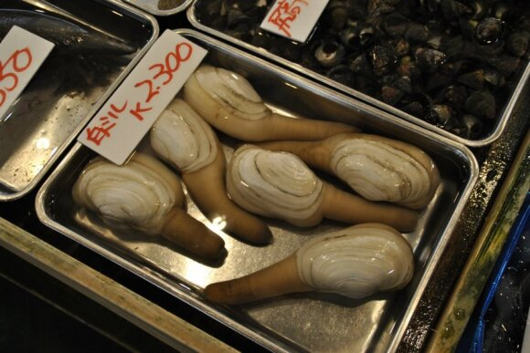 Didžiausiame pasaulyje žuvies turguje – šventykla, aukcionas ir nepamirštama smarvė