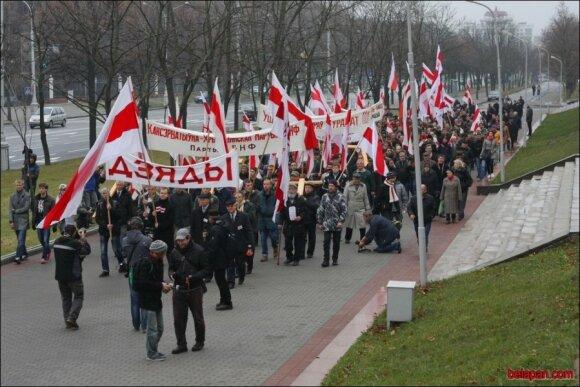 """Гомельчанин в майке """"Лукашенко уходи"""" стал героем шествия на """"Дзяды"""""""