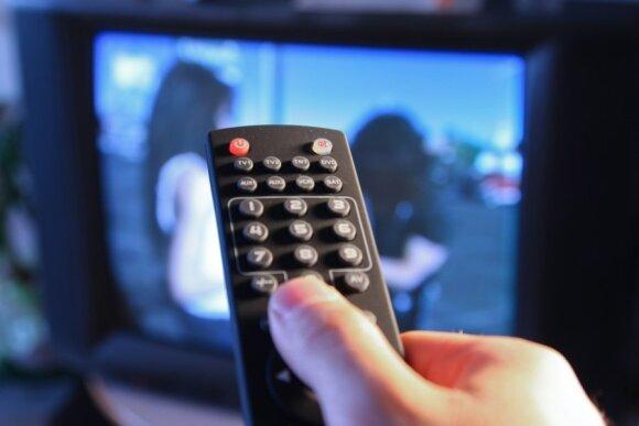 Televizorius, žiūri televizorių, distancinis, nuotolinio valdymo pultelis