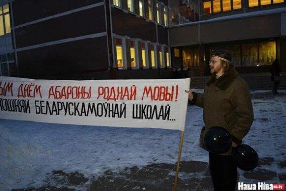 Задержан скульптор за плакат в поддержку белорусского языка
