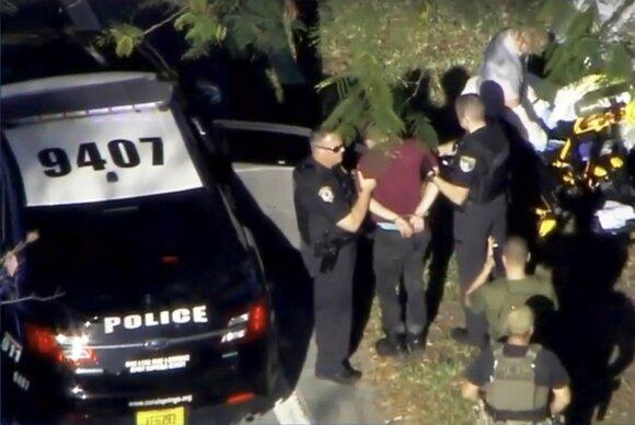 Sulaikomas įtariamasis šaudynėmis Floridos mokykloje.