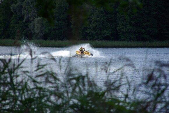 Vaikinas lakstė Auslo ežere (Zarasų rajone)