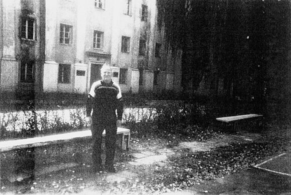 O. Hinenas po 50-ies metų aplankė savo įkalinimo vietą. Dabar čia įsikūrusi Lietuvos muzikos ir teatro akademija.