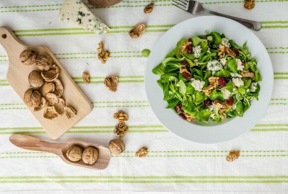 Graikinių riešutų salotos