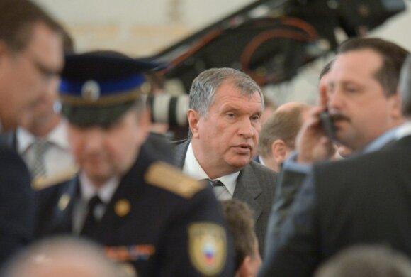"""Vladimiro Putino pranešimas šalies parlamento žemiesiems rūmams. Naftos bendrovės """"Rosneft"""" prezidentas Igoris Sečinas"""