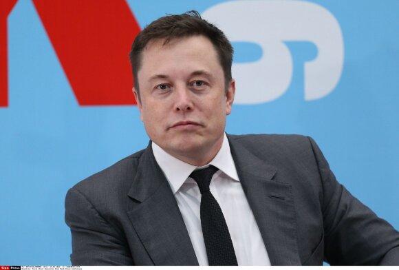 """Be milijonų po skyrybų su J. Deppu likusi A. Heard jau planuoja vestuves su """"Tesla"""" įkūrėju milijardieriumi E. Musku"""