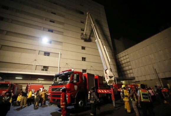 Bankoke dega dangoraižis, mažiausiai 3 žmonės žuvo