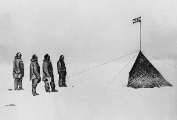 Roaldas Amundsenas su bendražygiais Pietų ašigalyje