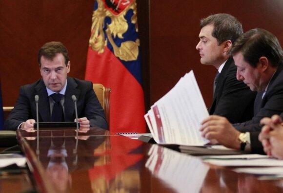 Dmitrijus Medvedevas ir Vladislavas Surkovas