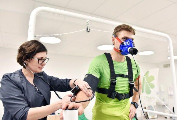 Sporto medicinos gydytojas perspėja sportuojančius: treniruotės – tik viena medalio pusė