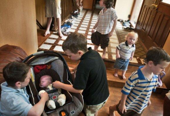 """12 berniukų auginanti šeima susilaukė 13-ojo vaiko: kas gimė? <span style=""""color: #ff0000;""""><sup>(FOTO)</sup></span>"""