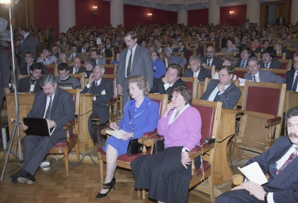 Aleksandras Ruckojus (pirmas iš kairės)