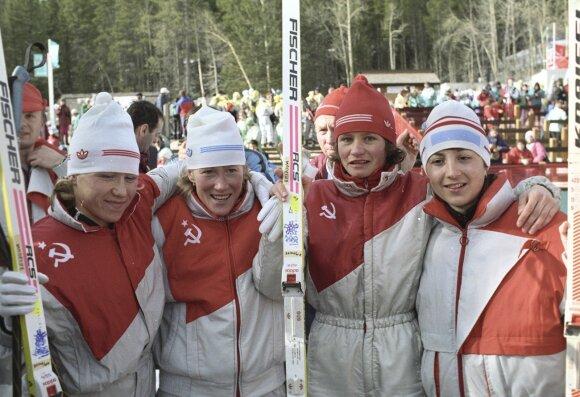Anfisa Rezcova (pirmoji iš kairės)