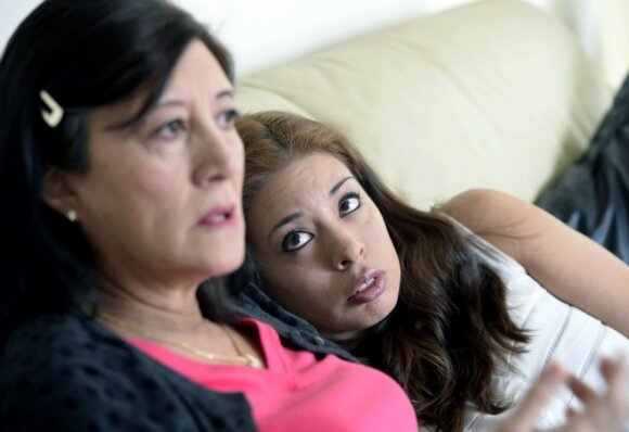 """Nėščia 58 - erių metų moteris nešioja savo dukters kūdikį <span style=""""color: #ff0000;""""><sup>FOTO</sup></span>"""