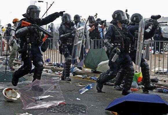 Honkonge protestuotojai susirėmė su policija