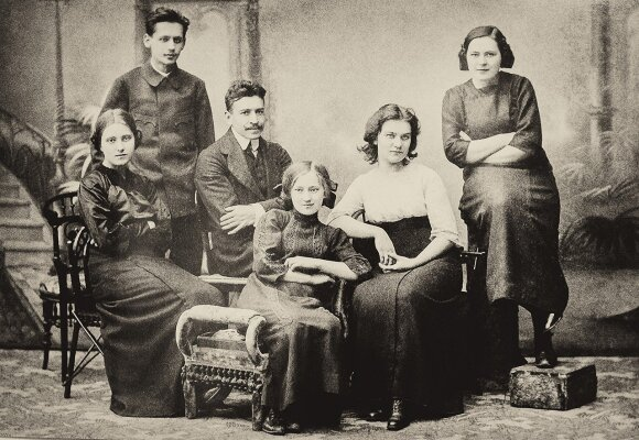 Čiurlionis wfie Sofija and his brother Stasys seated with a group of friends in St Petersburg in 1912  Photo  Čiurlionio namai Vilnius