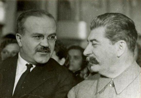 V. Molotovas garsėjo kaip vienas ištikimiausių ir klusniausių J. Stalino bendražygių