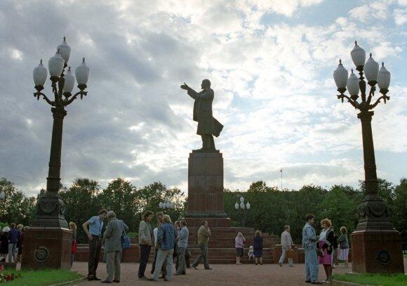 Экономическая блокада Литвы глазами очевидцев: трехчасовые очереди за мясом и горючим, варенье без сахара