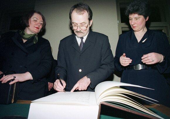 Romualdas Ozolas, Birutė Valionytė
