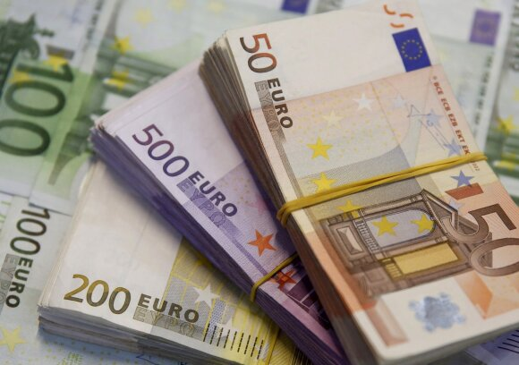 Expert: 1 trillion could be moved to Europe. Dollars for dirty money