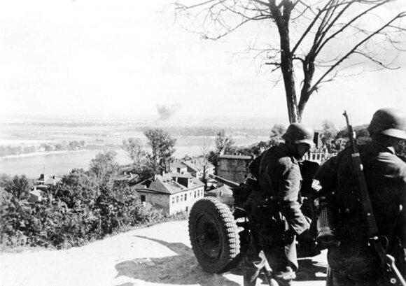 Vokiečių artileristų 3,7 cm patrankos pozicija kovojant dėl Kijevo. 1941 m. rugsėjis.