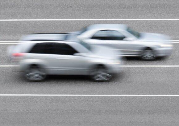 Gyvybes šienaujanti giltinė užmiesčio keliuose: vairuotojai ir toliau kartoja tas pačias klaidas