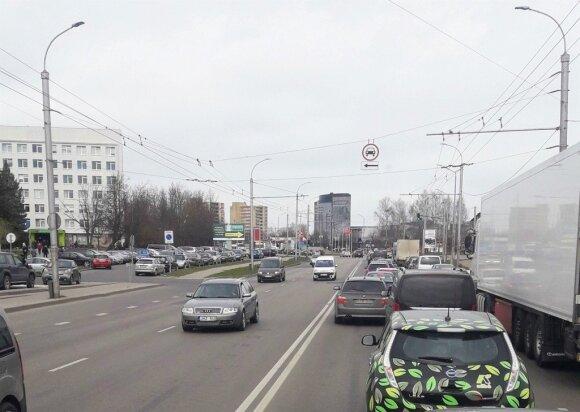 Kaunietis užfiksavo grubų kelių eismo taisyklių pažeidimą: ir vėl užkliuvo BMW