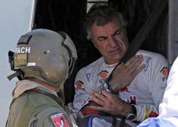 Sudaužęs automobilį Carlosas Sainzas pasitraukė iš Dakaro ralio