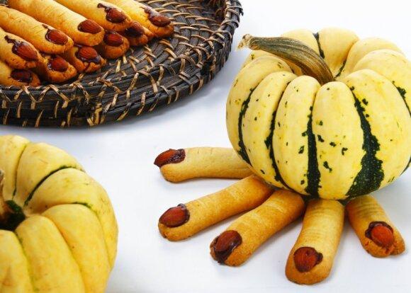 Helovino stalui: raganų piršteliai, moliūgų pyragas ir monstriški keksiukai