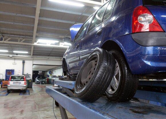 Padangų keitimo vajus: kaip išvengti ne tik savo, bet ir mechanikų klaidų?