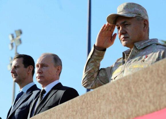 Vladimiras Putinas Chmeimimo oro pajėgų bazėje Sirijoje