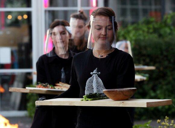 Nyderlanduose restorane išbandytos stiklinės kabinos