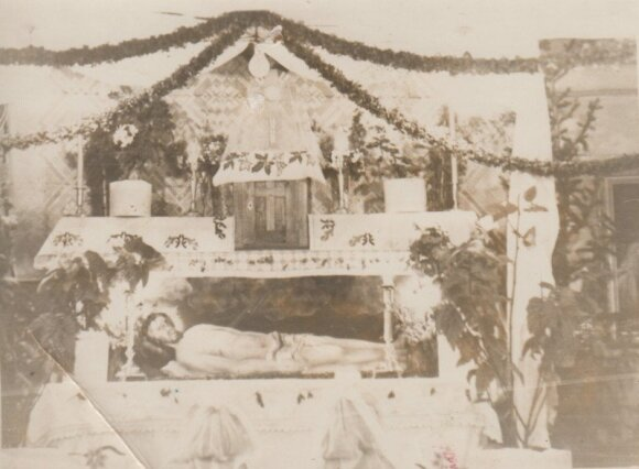 Velykų altorius Sibire